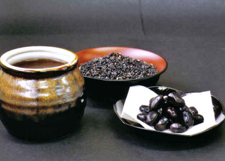 冬季,黑色与肾气相通,故冬宜多食黑色食品