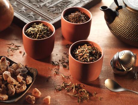 夏季凉茶多用寒凉药物,是否饮用及饮用多少,还须根据个人体质及脾胃功能决定